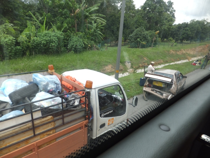 Accident along highway after Sains University