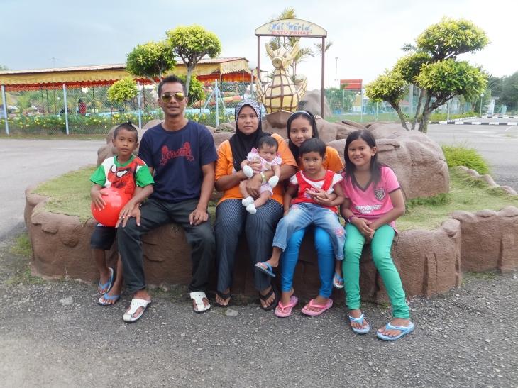 Batu Pahat Wet World Family Photo