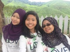 Sungei Palas BOH Tea Centre with mum and sis overlooking the Tea Plantations