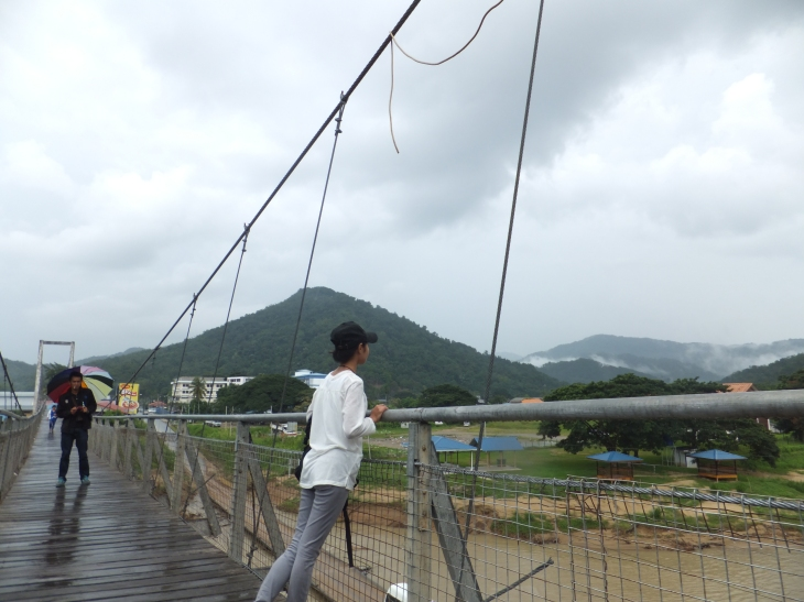 Tamparuli Suspension Bridge with the famous Lover's Bridge at the bottom