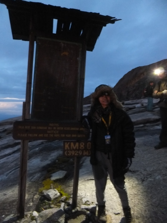 Mount Kinabalu 8km of 3929m above sea level mark